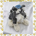 doudou peluche chien gris chiné et blanc casquette jeans bleu aurora 21 cm