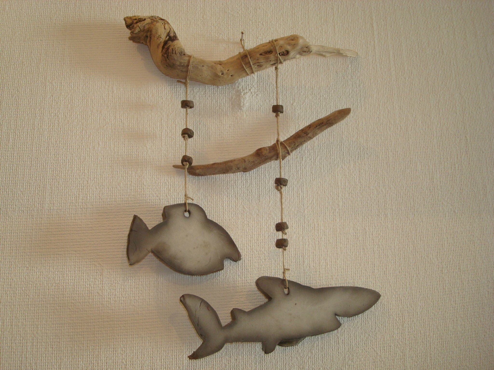 Suspension murale poisson et requin raku bois flott for Suspension en bois flotte