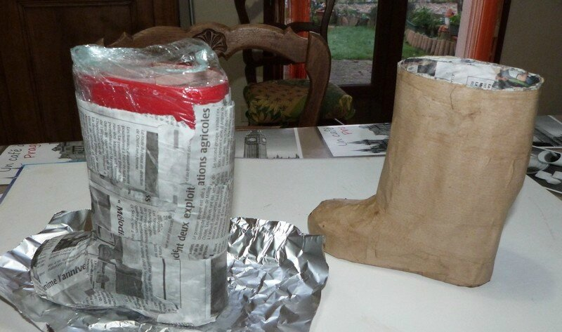 Botte de noel en papier mache acpam - Bricolage en papier journal ...