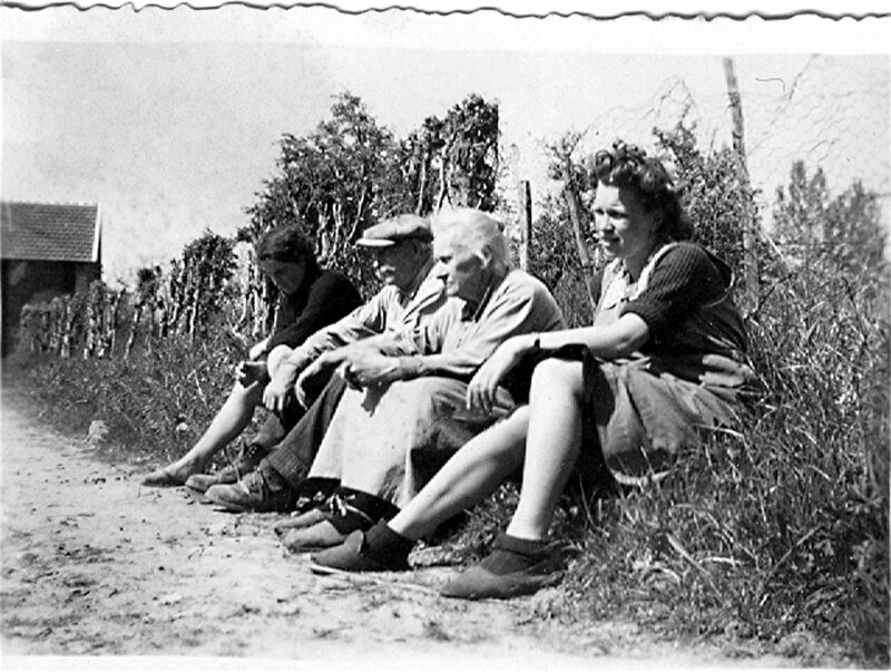 1951 Crouy sur Cosson - Ma mere - grands parents Guillou de sa demi- soeur