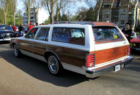 Pontiac_bonneville_gran_safari_wagon_de_1977__Retrorencard_avril_2011__02