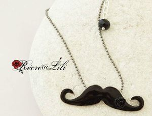 collier-moustachen1