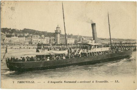 14 - TROUVILLe - L'augustin Normand arrivant à Trouville