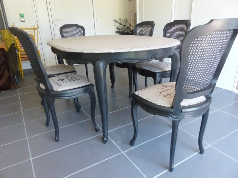 relooking chaises et table en merisier l atelier de nanouchka. Black Bedroom Furniture Sets. Home Design Ideas