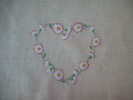 COEUR MARGUERITE BRODERIE TRADITIONNELLE (1)