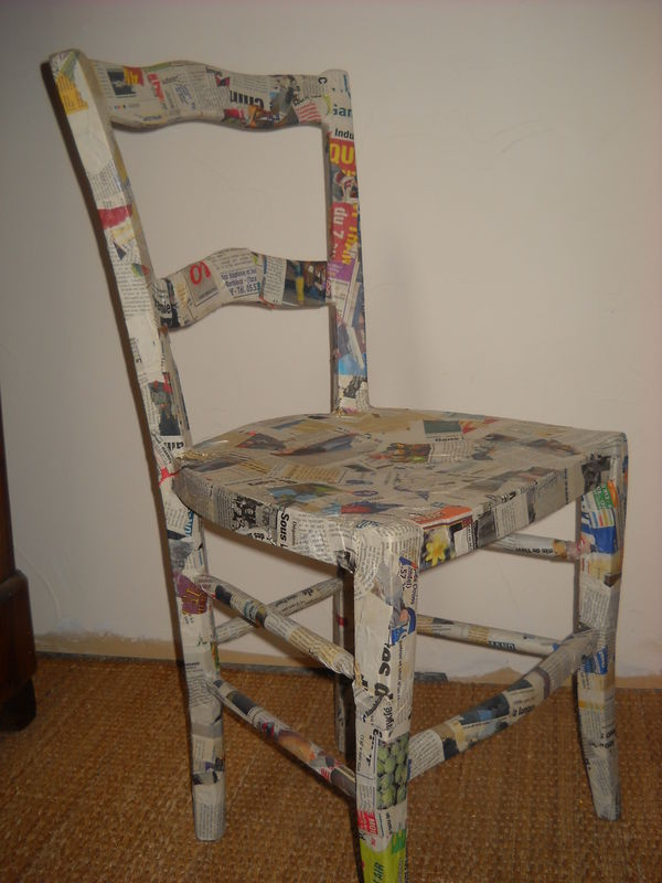 Chaise Recouverte De Papier M Ch Photo De Objets Le