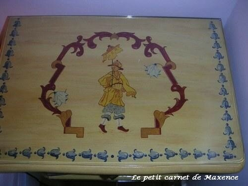 La table de nuit n'a pu y échapper !