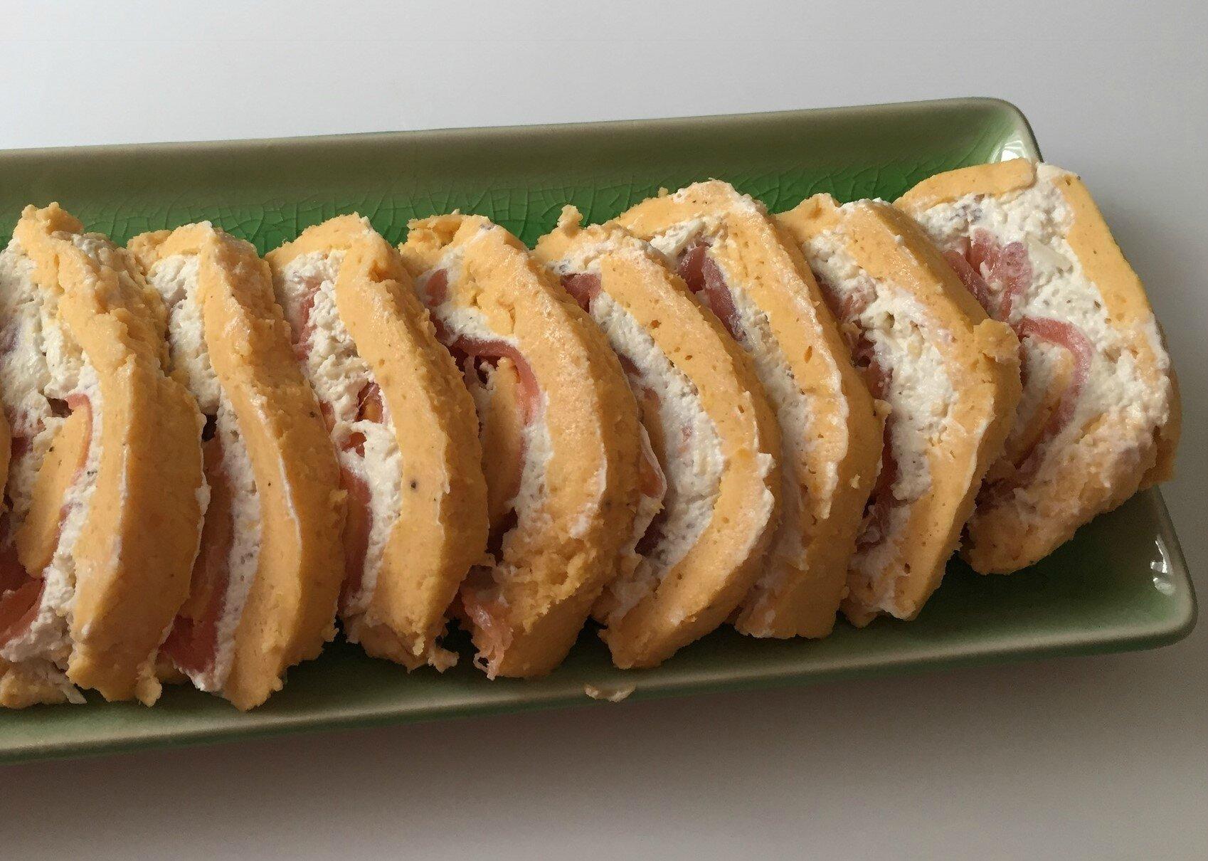 Roulé de butternut au saumon fumé,fromage frais et noix
