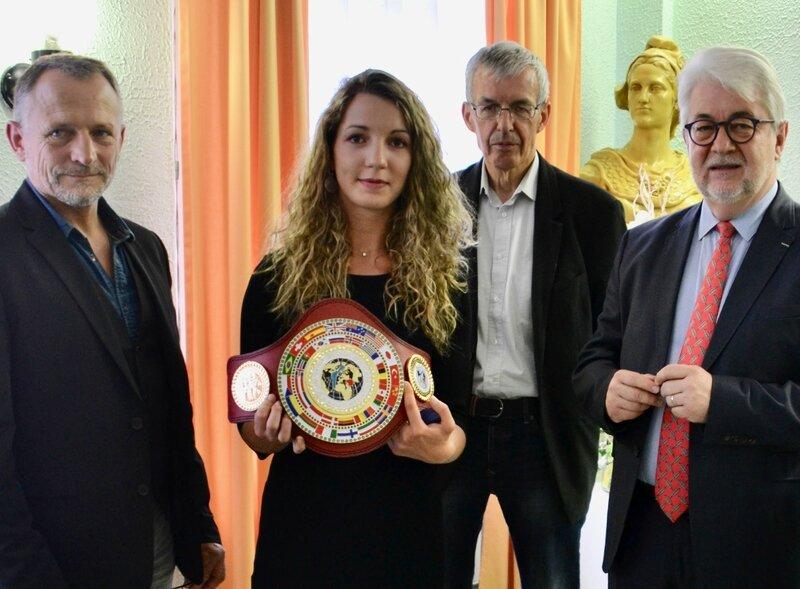 POWER BOXING CLUB LUCIE DUMONT MAIRIE ceinture mondiale