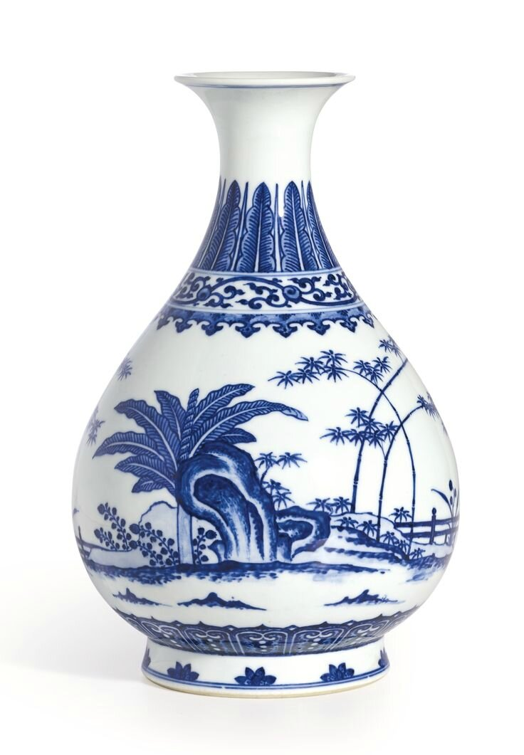 A fine blue and white 'garden scene' yuhuchunping, Seal mark and period of Qianlong
