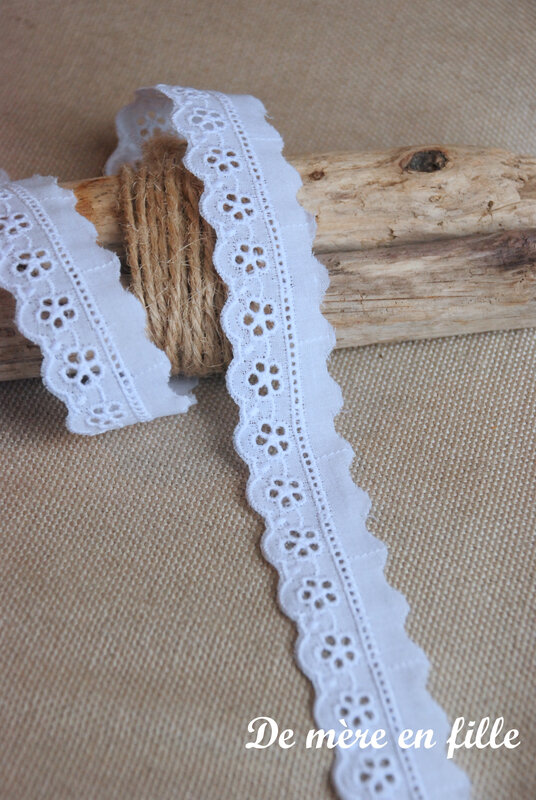 petite broderie anglaise fleurie