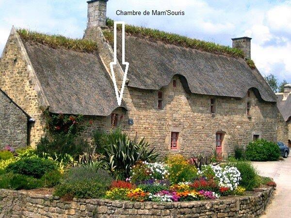 Gîte_et_Chambres_d_Hôtes_Le_Roseau_à_Lanvaudan_Morbihan_Bretagne_Sud_France_Place_de_l_église (1)
