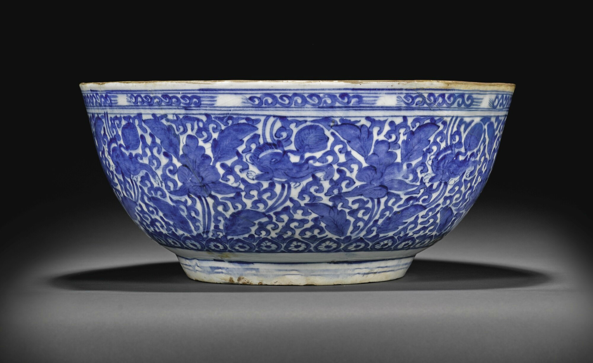 Blue and white pottery - A Large Safavid Blue And White Pottery Bowl Persia 17th Century