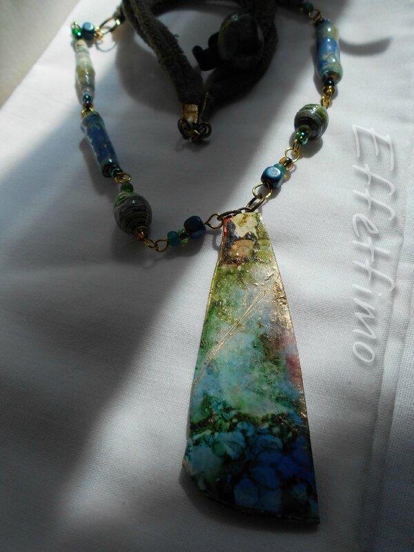 collier avec perles de papier