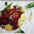 Ravioles de romans au bouillon, tomates séchées, tomates fraiches, basilic et parmesan