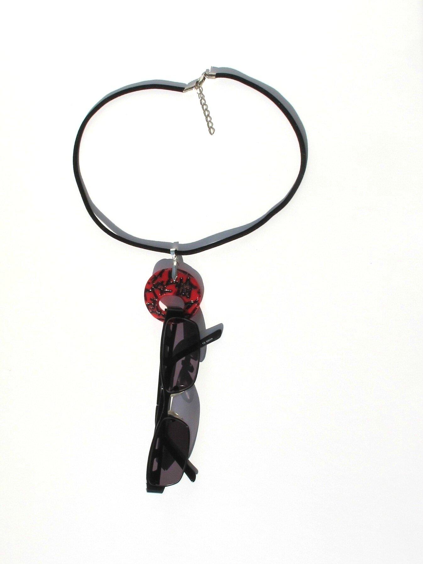 collier porte lunettes asiatique rouge et noir lunettes