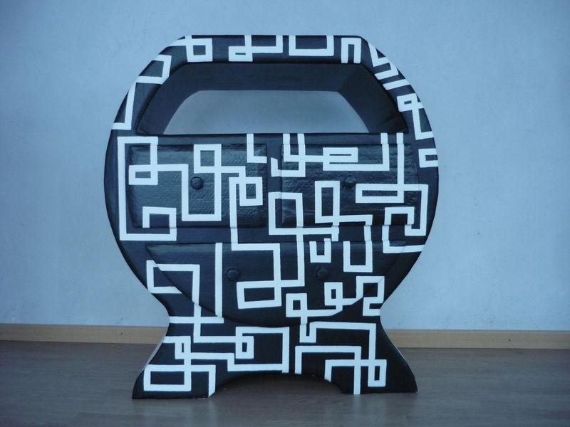 commode noir et blanc photo de ranger meubles en carton. Black Bedroom Furniture Sets. Home Design Ideas