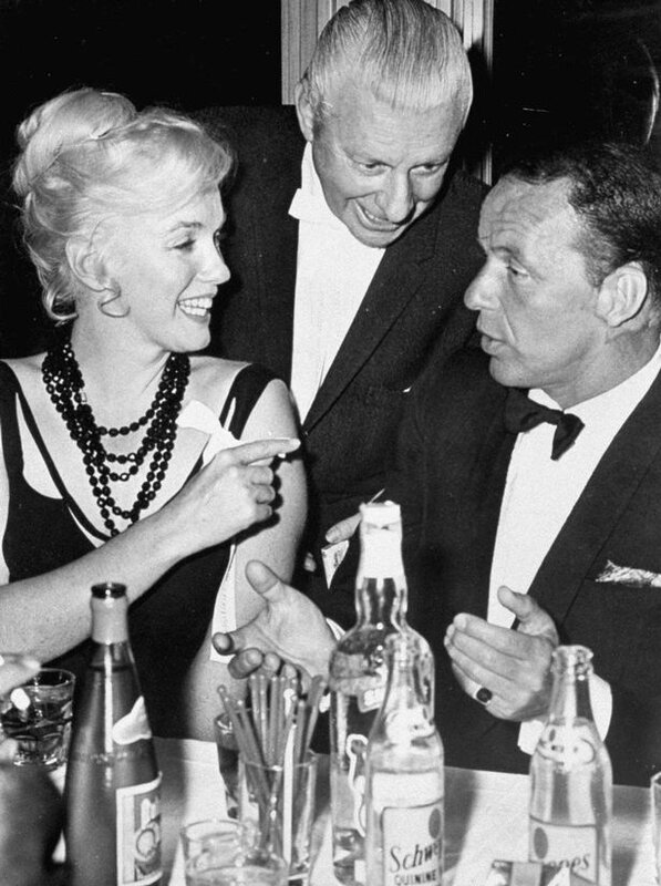 mirror-Frank-Sinatra-with-Marilyn-Monroe