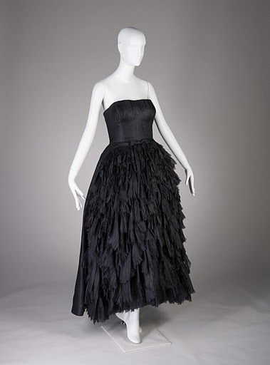 Cristobal Balenciaga. Evening ensemble of black silk gazar and wool, ca. 1951. Fine Arts Museums of San Francisco. Gift of Elise Haas. Photo by Joe McDonald/Fine Arts Museums of San Francisco