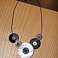 Collier boutons noir et blanc