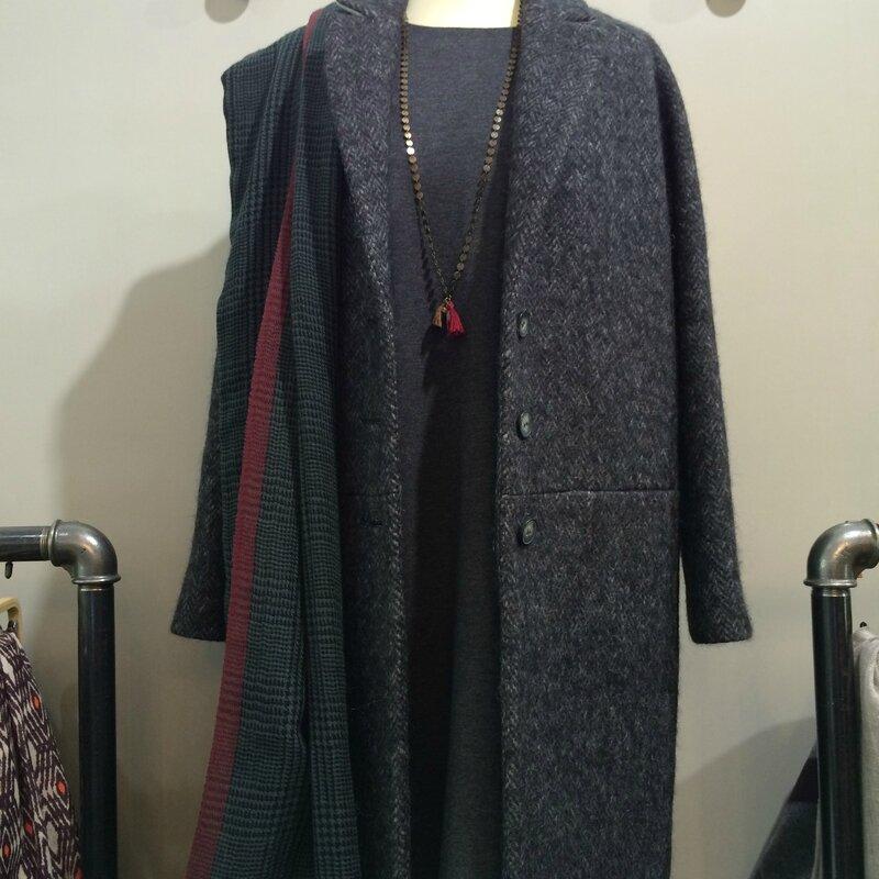 Manteau Miles Chloé STORA robe jersey CT Plage étole laine Beck Sondergaard collier Avant-Après boutique Avant Après 29 rue FOCH 34000 Montpellier (4)