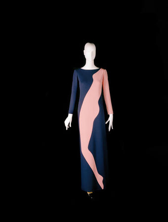Yves_Saint_Laurent__Long_evening_dress_tribute_to_Tom_Wesselmann