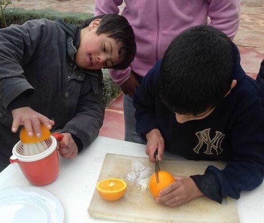 le moment découpe et pressage des oranges