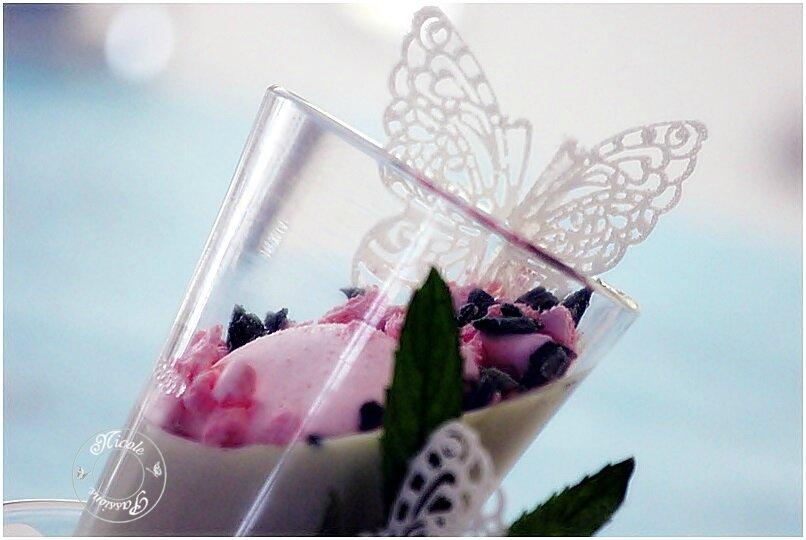 Pannacotta menthe fraîche et menthe cristallisée......Papillons en sucre dentelle....et meringues