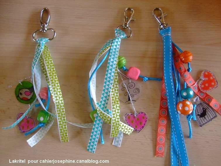 Grigri bijou de sac ou de portable les cahiers de jos phine - Comment faire un porte cle en scoubidou ...