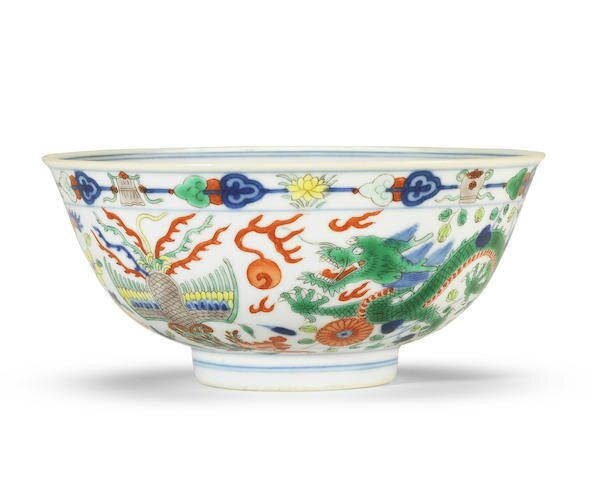 A wucai 'dragon and phoenix' bowl, Daoguang seal mark and of the period