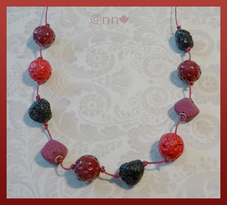 Collier_perles_tie___Dye_rouge_bordeaux_PM