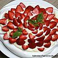 Pavlova au chocolat blanc et fraises, jus de fraises à la menthe et à l'huile d'olive