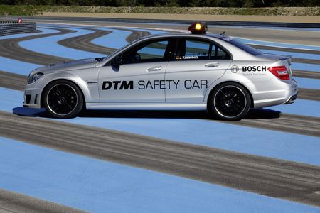07_mercedes_benz_c63_amg_dtm_safety_car