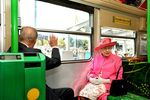 Queen Elisabeth en rose 2011 Melbourn photo Sipa