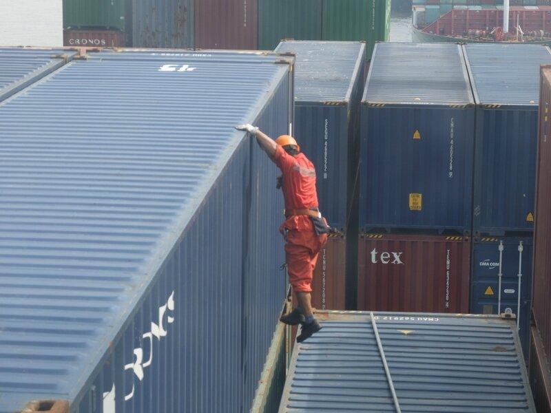 sur le cargo, dans un port chinois