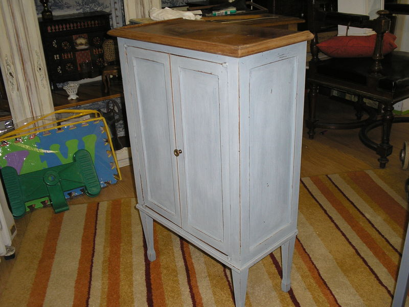 petit meuble d 39 appoint repatin bleu gris photo de petit mobilier revisit nourspassion. Black Bedroom Furniture Sets. Home Design Ideas