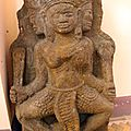 Trading antiques in vietnam – part 3: statue made of metal fetching '$80mn per kg' (tuoi tre news, 15/09/2015).