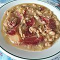 Potage épais de haricots blancs au jambon serrano