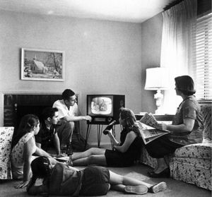 645px_Family_watching_television_1958