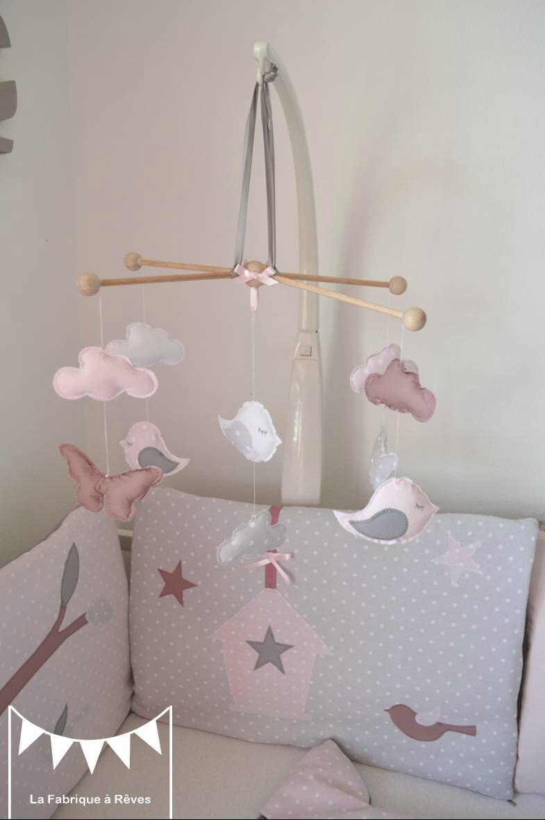 Mobile b b enfant fille rose poudr gris rose ancien blanc papillons nuage oiseau photo de 5 - Mobile musical bebe fille ...