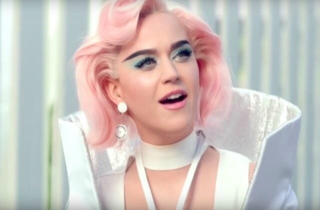Katy_Perry_ wearing_on_aura_tout_vu_in_her_chained-to-the-rhythm_music_video_7
