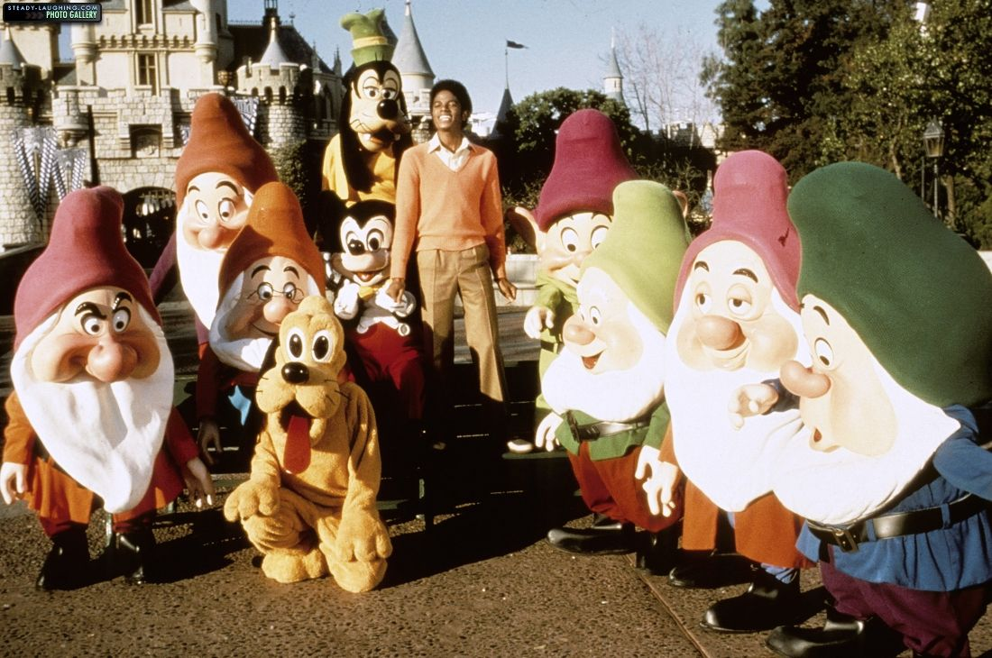 michael-films-a-special-at-disneyland-for-disneys-25th-anniversary(15)-m-2