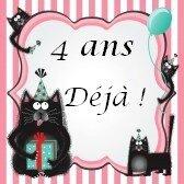 13523775-chats-de-minou-funky-et-floue-portant-chapeaux-de-fete-et-les-cadeaux-de-maintien-vous-accueillir-a-