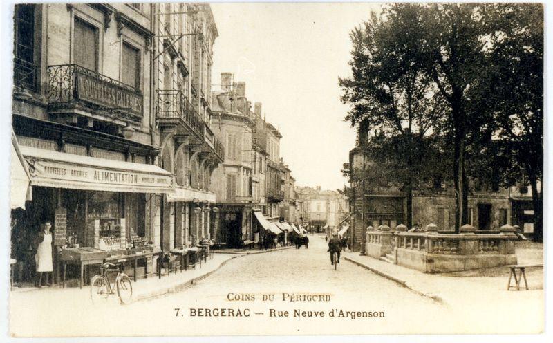 rue Neuve d' Argenson et la nouvelle halle à droite