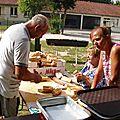 Claudie, Patricia et Jean Pierre s'activent à préparer les sandwiches