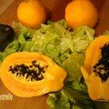 Papaye en salade verte-avocat-orange-sauce tabasco