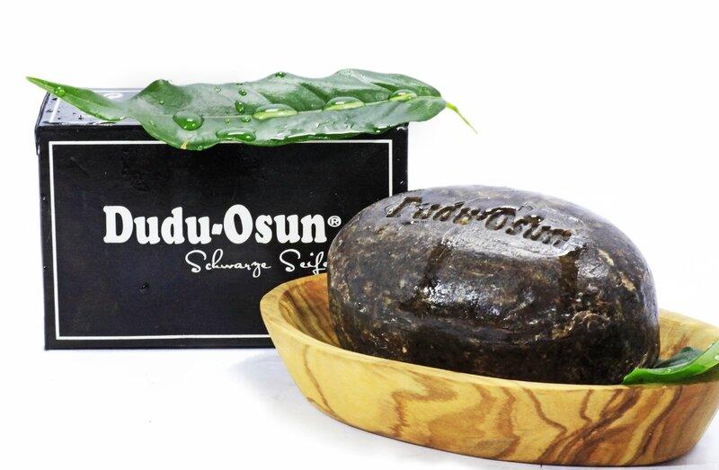 le savon noir dudu osun pour avoir la peau douce kinkywood ancien blog rdv d sormais sur www. Black Bedroom Furniture Sets. Home Design Ideas
