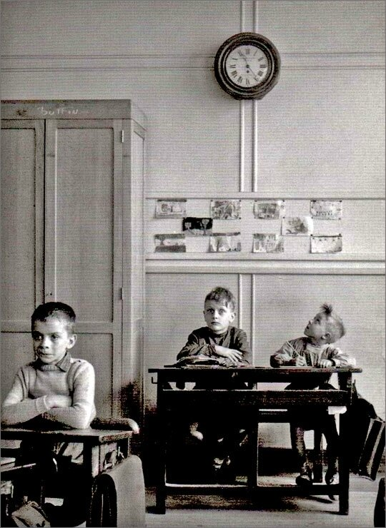 robert-doisneau-photo-enfant-la-pendule-1957