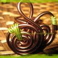 bague spirale - perle verte fils anis et chocolat (1)