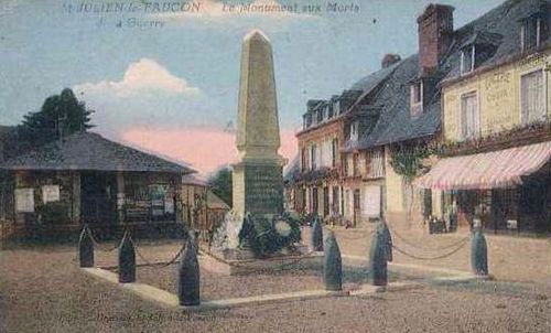 La place : le monument aux Morts